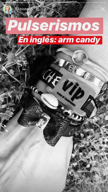 ¿La pulsera VIP del festival no coincide en color con la de esta año? No hay problema, ponemos la foto en blanco y negro.