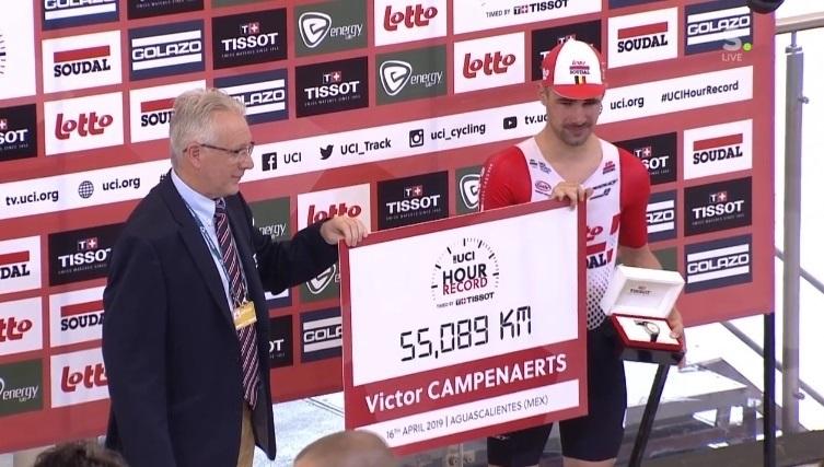 Campenaerts bate el récord de la hora
